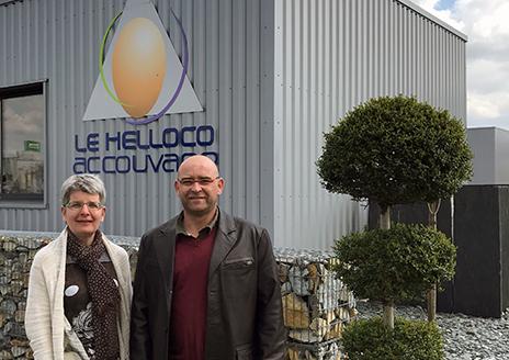 Estelle Tanguy-Le Helloco, PDG, et Yann Denes, Responsable de Couvoir chez Le Helloco, affirment que le BioStreamer™ Re-Store améliore la qualité des poussins et l'efficacité de l'industrie avicole.